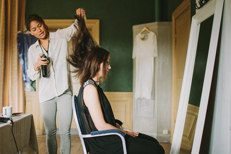 Madelen från Made By fixar hår till bröllop