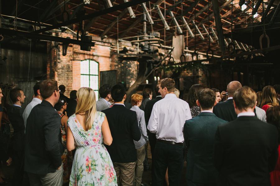 Gäster väntar på brudparet