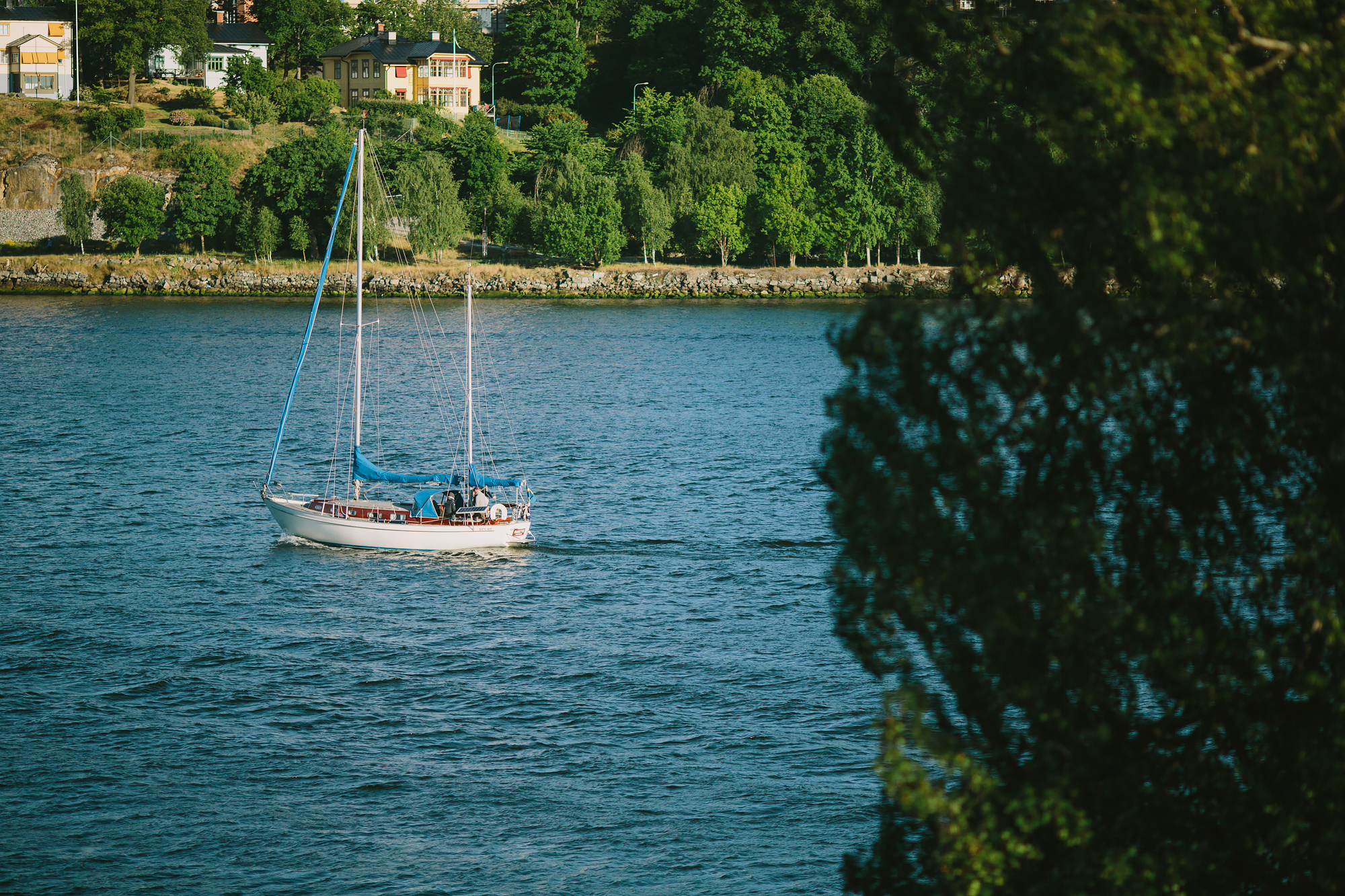 Segelbåt vid inloppet till Stockholm