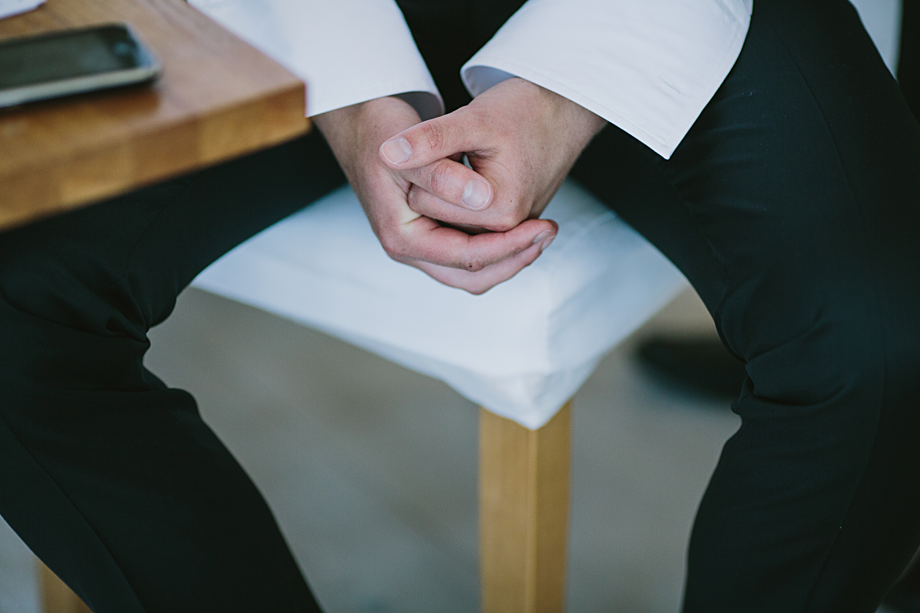brudgum gör sig i ordning