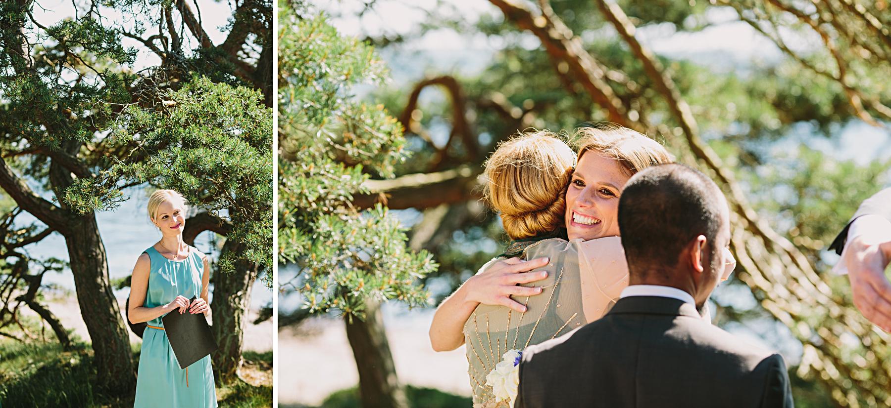 gästerna gratulerar bruden