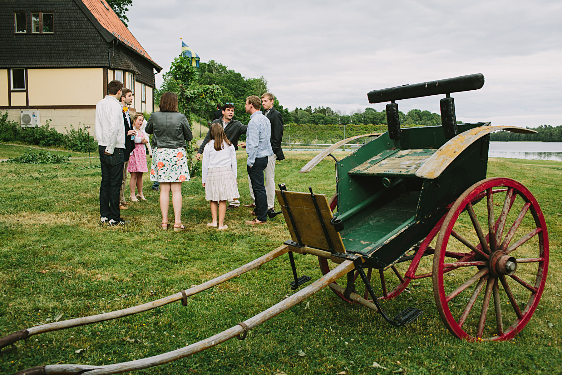 Hästvagn utanför stallet