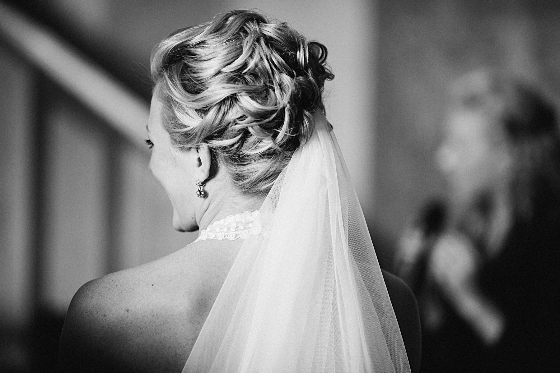 Brudens håruppsättning och slöja från Garamaj
