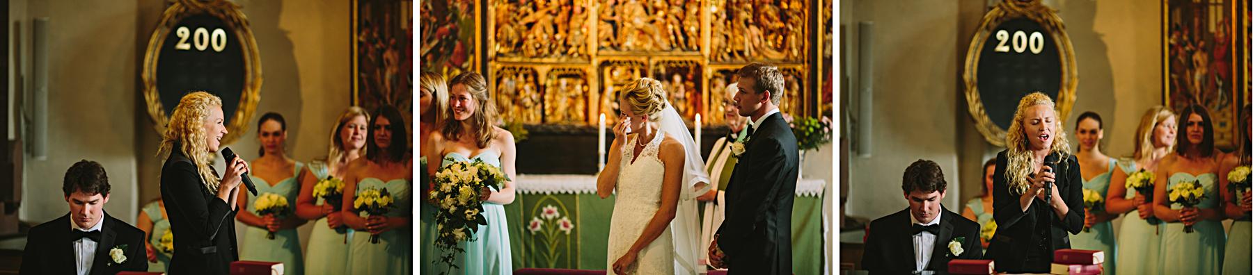 Brudens vän sjöng inför alla gäster