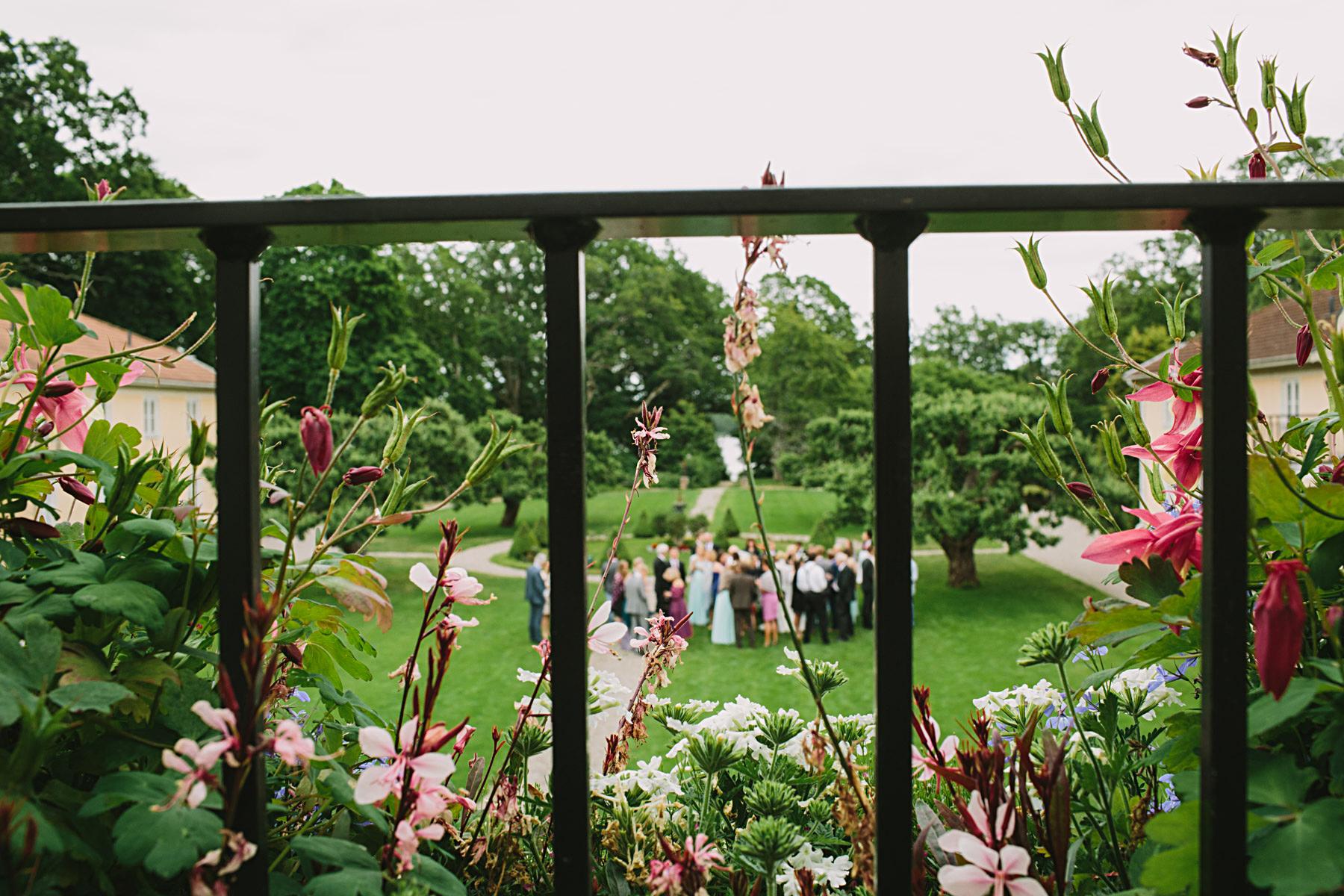 Mingel i trädgården på slottet