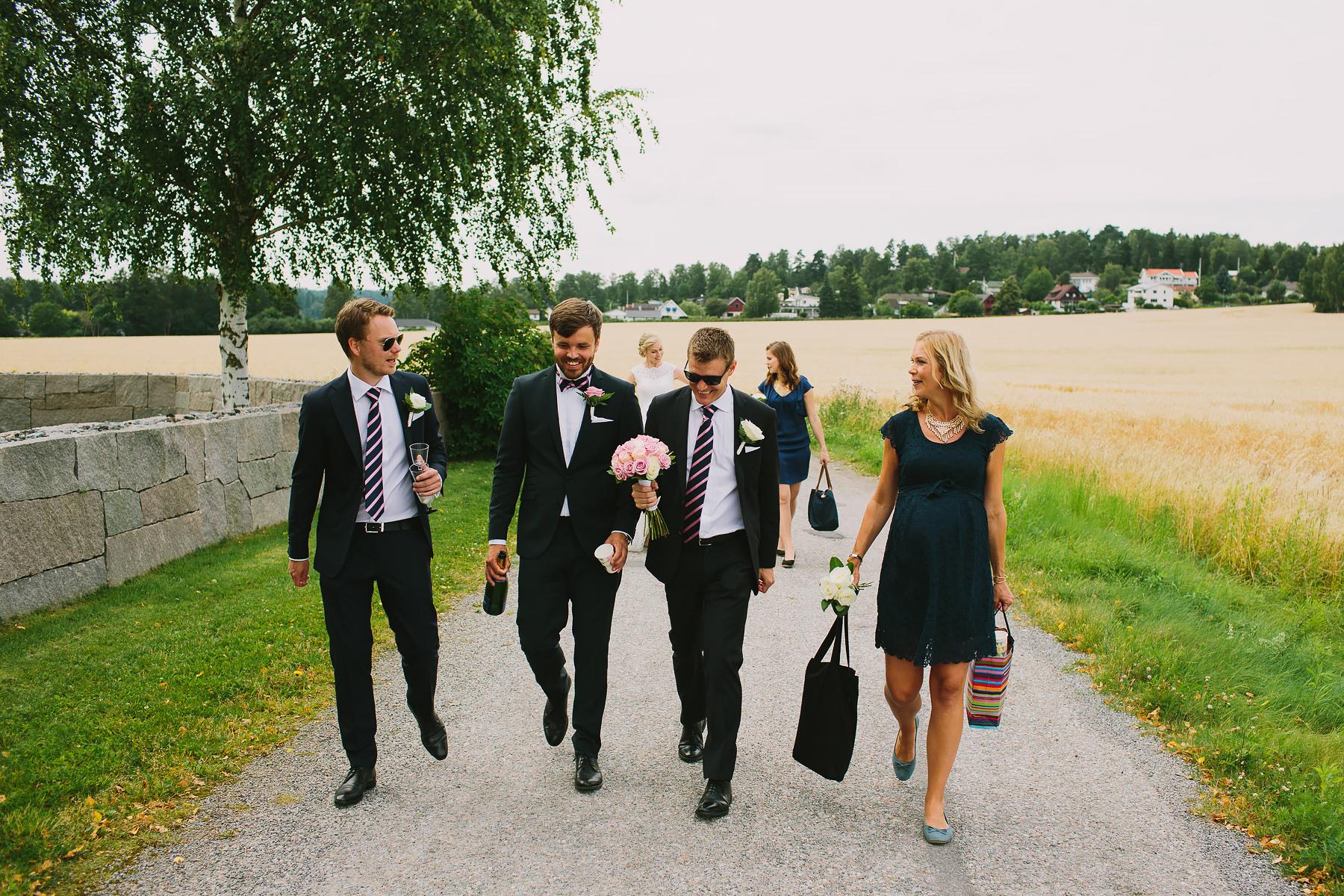 Brudföljet på väg till Skytteholm