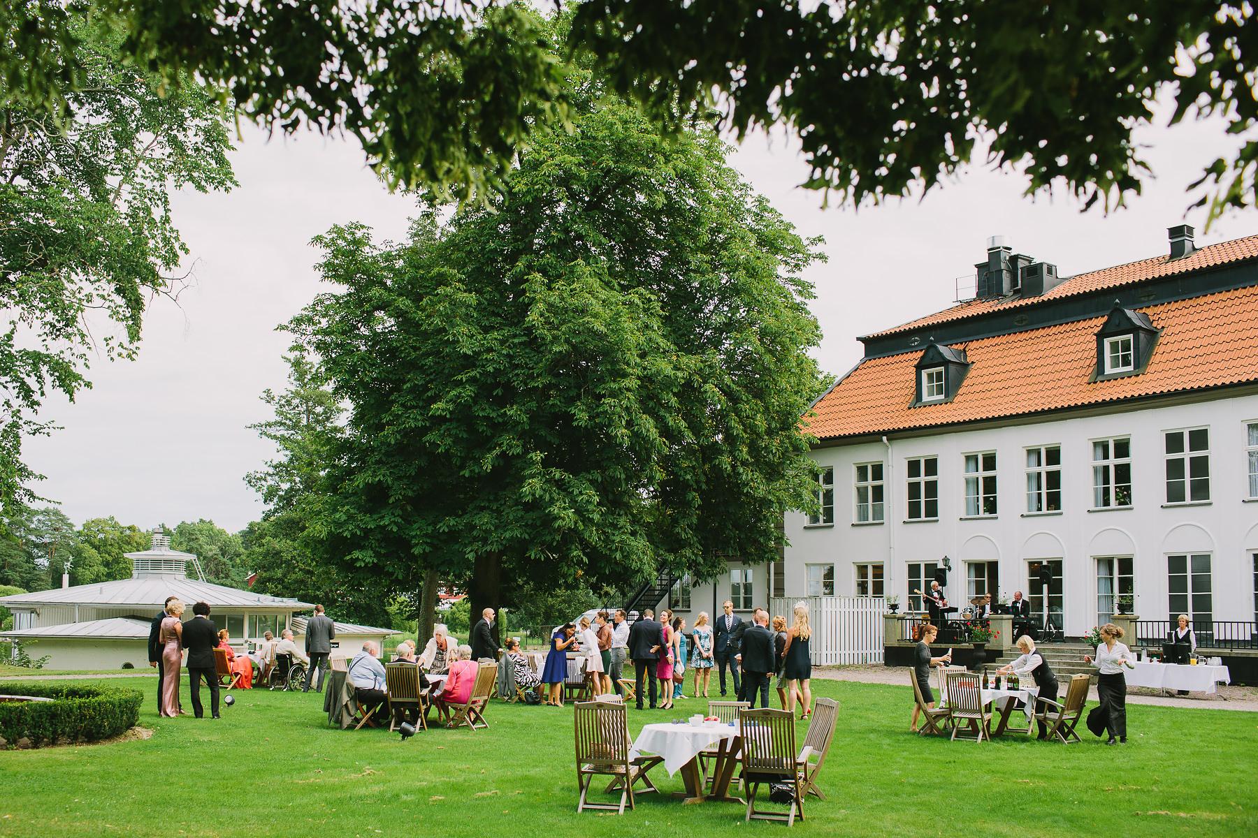 champagnemingel i trädgården vid Skytteholm