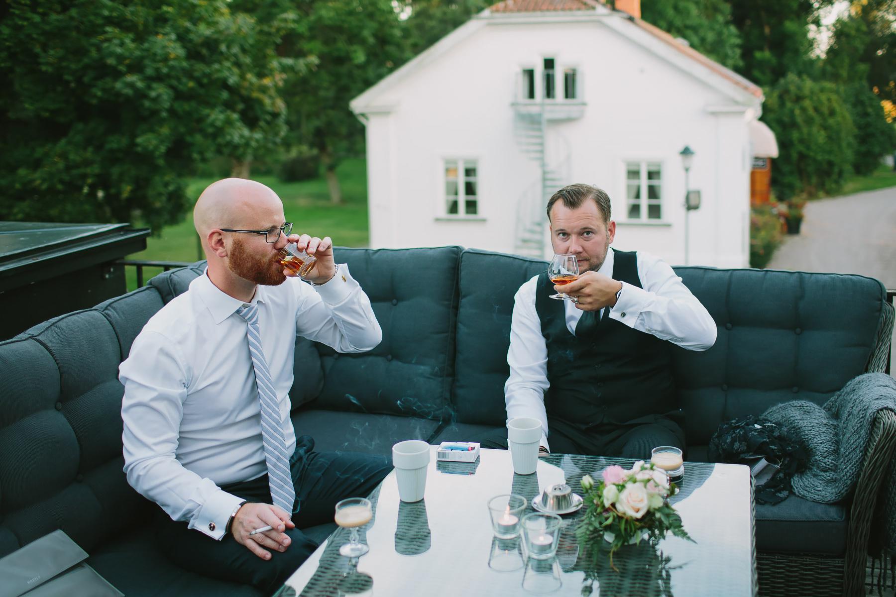 Cognac i cognacskupor på terrassen