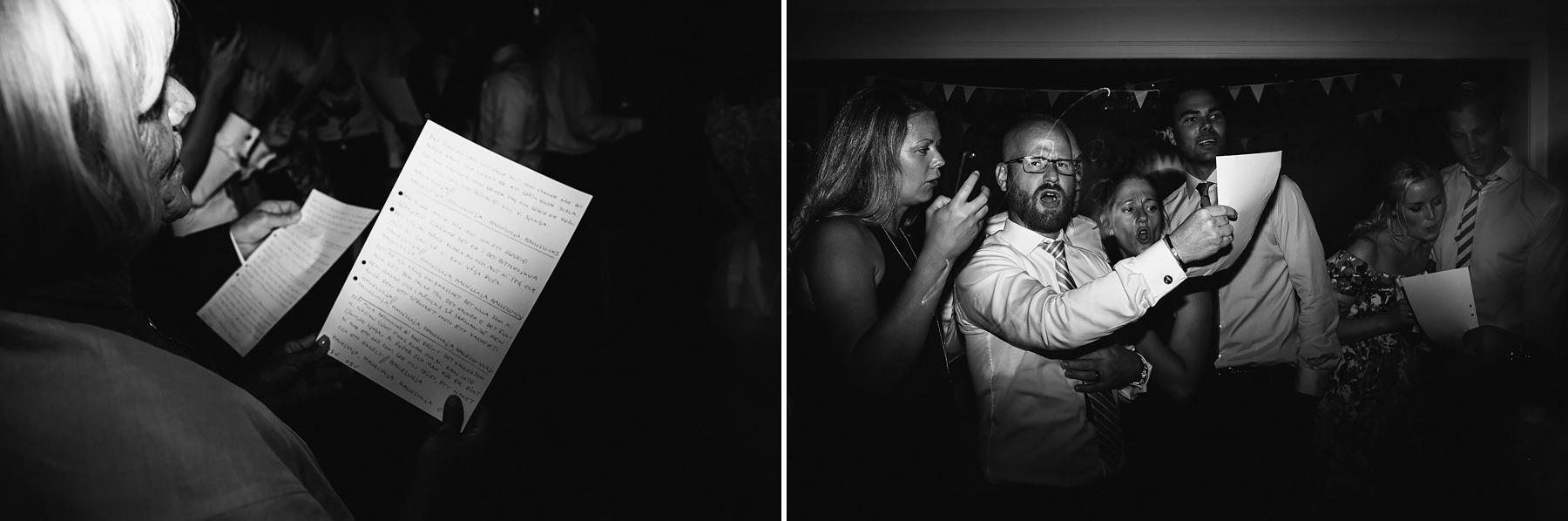 Gästerna sjunger för brudparet