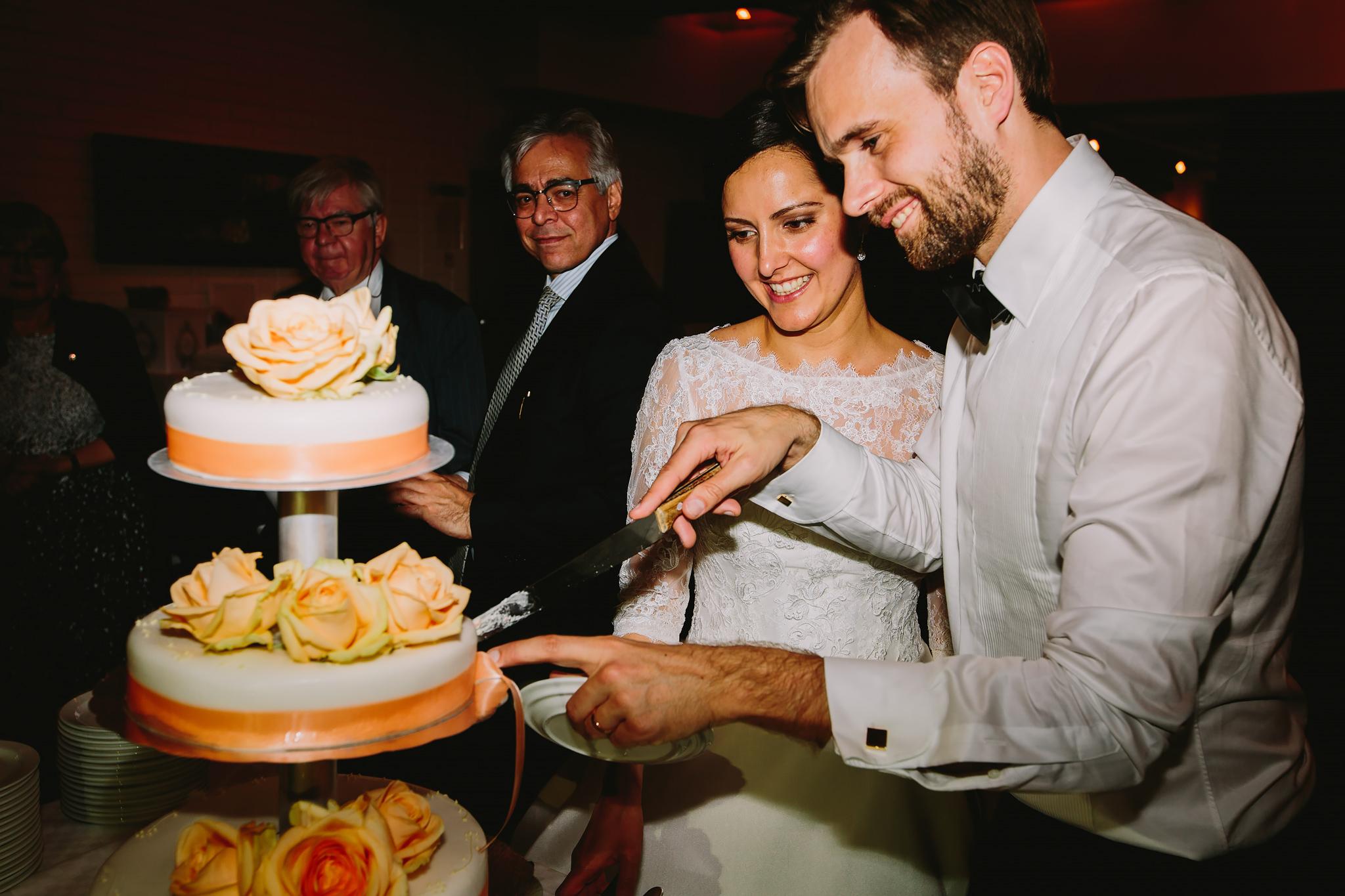 tårtan skärs upp