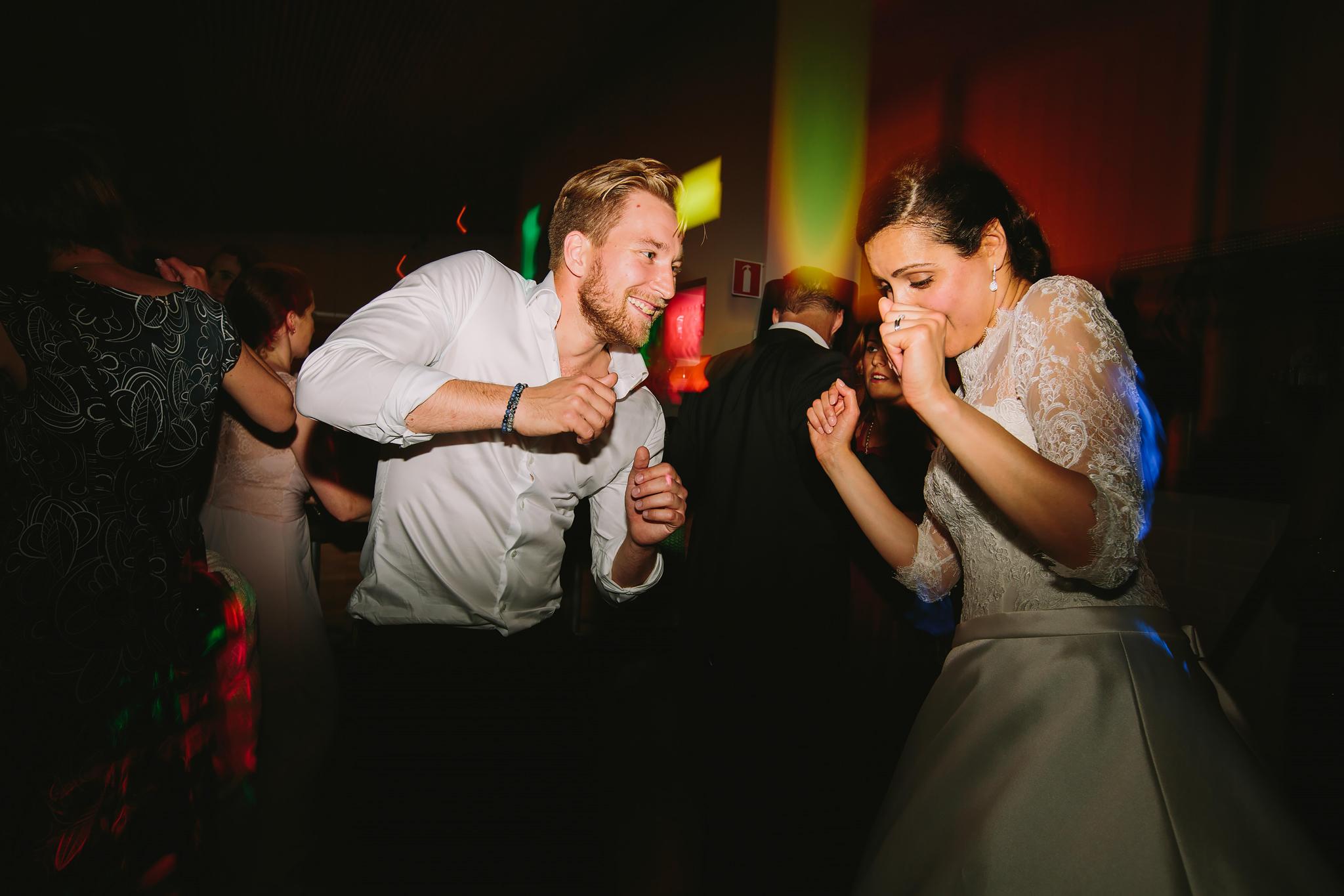 Bruden dansar