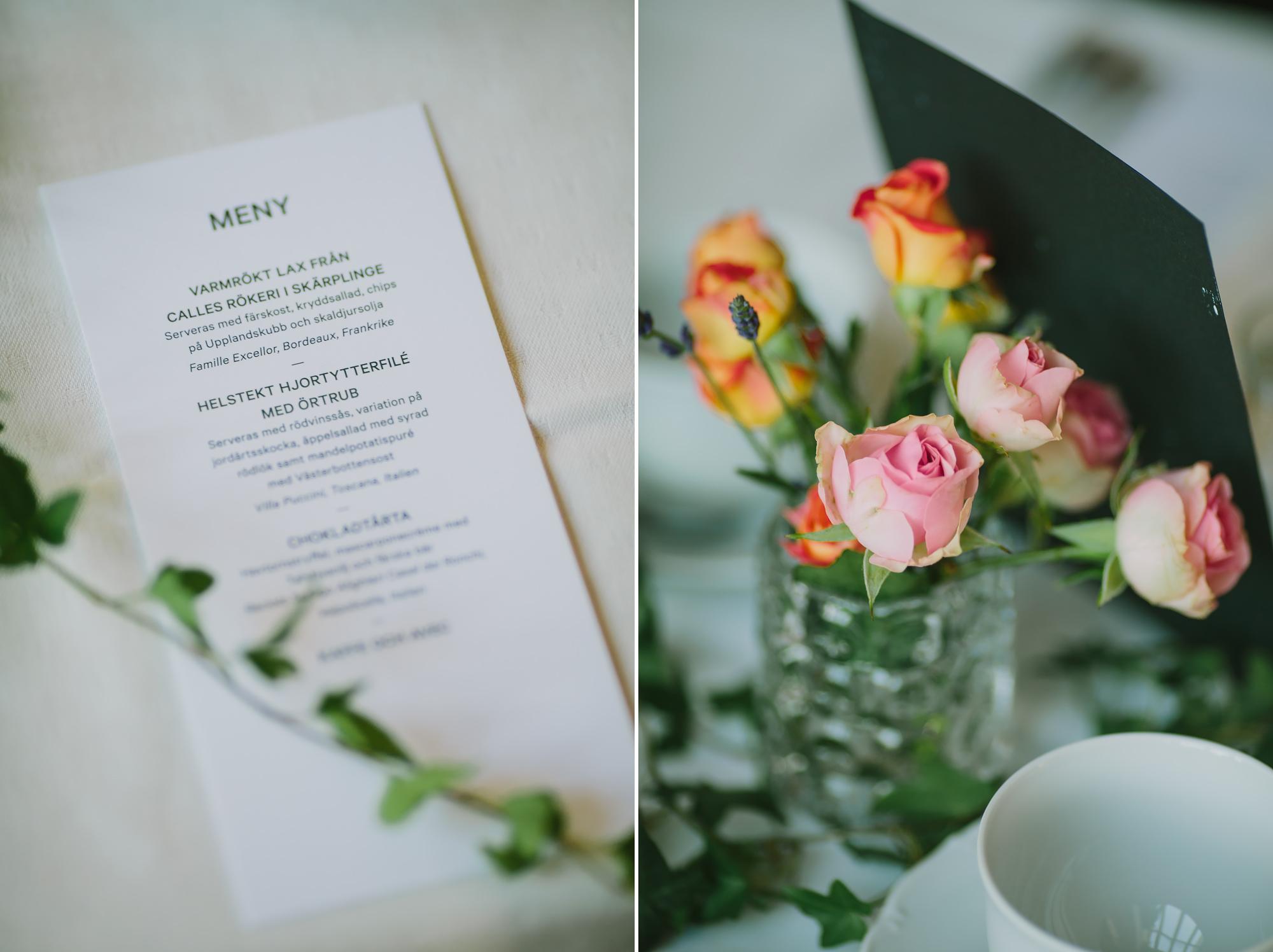 bröllopsmeny och blomdekorationer
